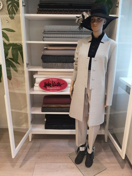 Mantel und Hose in schwarz weiß Größe 42 / 44